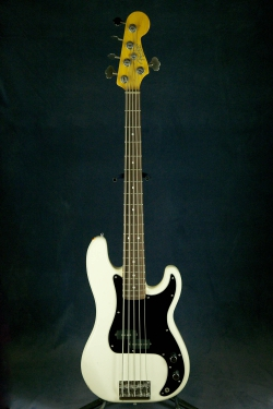 Fender Precision Bass - 5